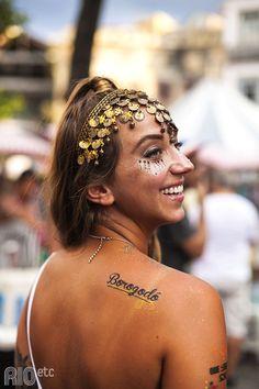 Andreza Duarte faz aniversário em fevereiro e pira na hora de construir fantasias - hoje ela posa com as tattoos RIOetc + Le Petit Pirate