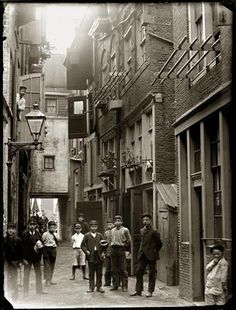 vintage everyday: Amsterdam in Victorian Era – 28 Impressive Vintage Photos of the Capital of Netherlands Before 1900 Gebed Zonder End, 1892 Old Pictures, Old Photos, Vintage Photographs, Vintage Photos, Vintage Prints, I Amsterdam, Amsterdam Jordaan, Utrecht, Retro