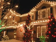 Exterior Christmas Lighting ... - WHITE lights on House - RED Lights on trees & bushes - GREEN Lights on trees & bushes