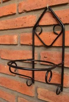 Wrought iron black flower pot wall hanging Source by Metal Plant Hangers, Metal Plant Stand, Diy Plant Stand, Plant Stands, House Plants Decor, Plant Decor, Art Fer, Interior Design Plants, Wrought Iron Decor