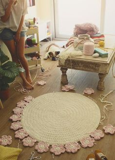 Crochet with Trapillo hand woven carpet model Camelia - Salvabrani Crochet Mat, Crochet Rug Patterns, Crochet Carpet, Love Crochet, Crochet Doilies, Brown Carpet, Beige Carpet, Diy Carpet, Patterned Carpet