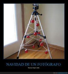 El trípode navideño - Nunca mejor vista   Gracias a http://www.cuantarazon.com/   Si quieres leer la noticia completa visita: http://www.estoy-aburrido.com/el-tripode-navideno-nunca-mejor-vista/