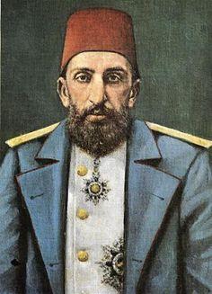 """Su débil carácter e ineptitud llevó a Abdul Hamid a tomar las riendas de la Sublime Puerta. Su gobierno marcó el principio del fin del Imperio Otomano como también el principio de lo que ha dado en llamarse la """"Causa Armenia"""". La ira que desató la orden de aniquilamiento de 300.000 armenios durante los años 1895 y 1896, provienen de este nefasto personaje al cual la historia bautizó como el Sultán Rojo o el Gran Asesino"""