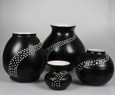 De Driehoek Huizen vazen met pareldecor - Keramiek- en glasveiling - Keramiek en glas veilen of kopen op de Catawiki veiling