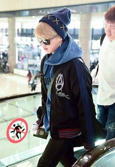 Read from the story ∆° Imágenes De JungKook °∆ by (🌚BTS IS MY LIFE 🌚) with 390 reads. Jimin Airport Fashion, Bts Airport, Airport Style, Airport Outfits, Kpop Outfits, Park Ji Min, Busan, Foto Bts, Chris Brown