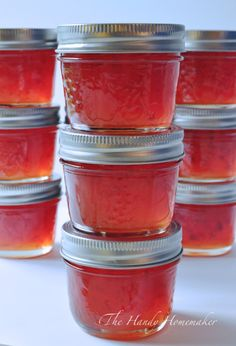 I make red pepper jelly every year to use as an easy and quick appetizer. This recipe is very easy to make even for beginners to the kitchen. This recipe makes twelve 500 ml jars of jelly or twen… Jalapeno Jelly Recipes, Pepper Jelly Recipes, Red Pepper Jelly, Hot Pepper Jelly Recipe Certo, Muscadine Jelly, Jalapeno Pepper Jelly, Home Canning Recipes, Vape Tricks, Finger Foods