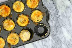 Vlastníte formu na muffiny? Pak vězte, že je skvělá nejen na pečení lahodných moučníků, ale máte doma neocenitelného kuchyňského pomocníka! Best Low Carb Snacks, Low Carb Diet, Nutritious Snacks, Healthy Fats, Travel Snacks, Boiled Eggs, Cravings, Food And Drink, Eat