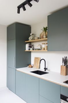 Grey Kitchen Designs, Kitchen Room Design, Home Room Design, Modern Kitchen Design, Home Decor Kitchen, Kitchen Living, Interior Design Kitchen, Kitchen Furniture, Studio Apartment Furniture