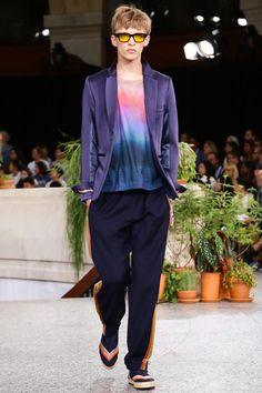 Discover NOWFASHION, the first real time fashion photography magazine to publish exclusive live fashion shows. Paul Smith, Live Fashion, Fashion Show, Runway Fashion, Mens Fashion, Ss 15, Spring Summer 2015, Textile Prints, Catwalk