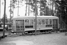 TKL 130 lasten leikkipaikalla. Viitakumpu, Kouvola kuva 1974. Tram on the children's playground in Viitakumpu, Kouvola 1974.