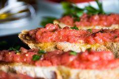 PAN CON TOMATE Y AJO, un clásico en mi cocina :: by Lu I Comando Cocina - YouTube