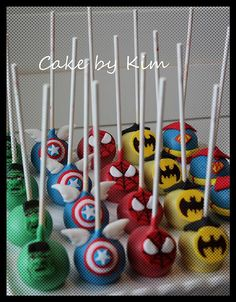 super hero cake pops for kid boy party! Avengers Birthday Cakes, Superhero Birthday Party, Boy Birthday, Cake Birthday, Birthday Ideas, Super Hero Birthday, Super Hero Theme, Pastel Marvel, Marvel Cake