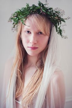 veil and flower crown / Marion Photography