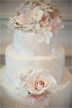 Hochzeitstorte mit Blumendeko