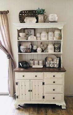Dining Room Hutch, Kitchen Hutch, Farmhouse Living Room Furniture, Farmhouse Style Kitchen, Kitchen Cabinetry, Country Kitchen, Home Furniture, China Cabinet Decor, Buffet