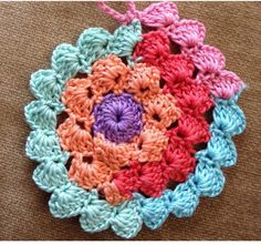 New Crochet Patterns Circle Hot Pads Ideas Crochet Circles, Crochet Motifs, Crochet Blocks, Crochet Stitches Patterns, Crochet Squares, Crochet Designs, Knitting Patterns, Crochet Circle Pattern, Crochet Doilies