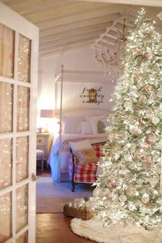 BALSAM HILL French Country blush mercury glass Christmas ornaments - It is no secret. I am a huge fan of the softer side of things. Barely blushing and creamy whites . French Country Christmas, Country Christmas Decorations, Cottage Christmas, Christmas Bedroom, French Country Cottage, French Country Decorating, Holiday Decor, Modern Country, Tree Decorations