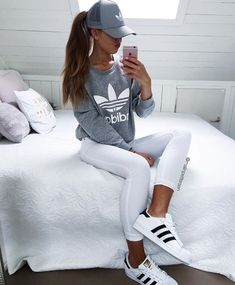 We love adidas at Get custom Adidas gear today! Adidas Womens ZX Flux core black/copper metallic Okay THIS is on my bucket list ! Sporty Outfits, Athletic Outfits, Women's Athletic Fashion, Fall Outfits, Fitness Outfits, Athletic Wear, Tenis Adidas Superstar Branco, Look Fashion, Fashion Outfits