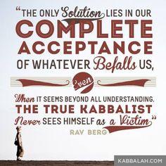 """""""La única solución está en aceptar completamente la responsabilidad de lo que nos pasa, incluso si va más allá de todo entendimiento. Un verdadero kabbalista nunca se ve a sí mismo como una víctima"""". #RavBerg #Kabbalah"""