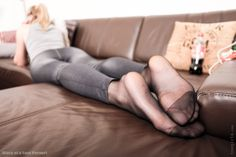 HiRes pantyhose feet