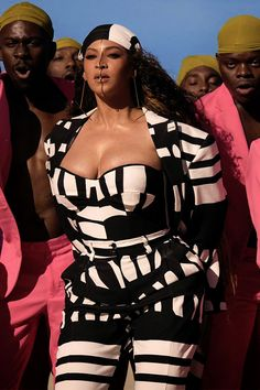 Spirit Music B Lion king🖤 Beyonce Knowles Carter, Beyonce And Jay Z, Divas, Beyonce Coachella, Beyonce Style, Hottest Female Celebrities, Vogue, Queen B, Textiles