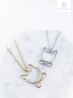 Cutout Cat Necklace With Bow tie; Silver Cat, Hand Ring, Cat Necklace, Cat Accessories, Jewelry Rings, Jewellery, Minimalist Design, Gold Chains