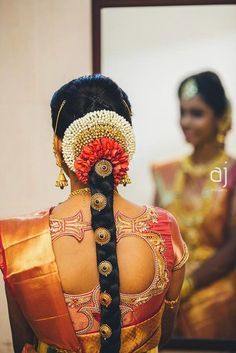 Pelli poola Jada: SouthIndian Bridal Hairstyles with flowers