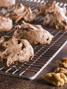 Schokoladen-Walnuss-Baisers Schokoladen-Walnuss-Baisers The post Schokoladen-Walnuss-Baisers appeared first on Erdbeer Rezepte. Torte Au Chocolat, Baking Recipes, Dessert Recipes, Dessert Blog, Low Carb Cheesecake, Cheesecake Cookies, Chocolate Cookie Recipes, Low Carb Desserts, Cookies Et Biscuits