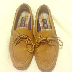 Leather Sperries Brown Leather Sperries, Top-Siders. Size 8, but seem to run a bit big. As shown in the photos there are a few miner scuffs in the Lester on the toe. These are super cute & in great condition. Sperry Top-Sider Shoes Moccasins