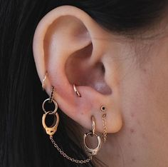 A handy and helpful guide to all the different kinds of ear piercings you can get, with photo examples and healing times. A handy and helpful guide to all the different kinds of ear piercings you can get, with photo examples and healing times. Ear Jewelry, Cute Jewelry, Body Jewelry, Jewelery, Jewelry Accessories, Jewelry Ideas, Diamond Jewelry, Diamond Pendant, Jewelry Shop