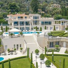 Dream House Exterior, Dream House Plans, French Mansion, Modern Mansion, Mansion Designs, Houses In France, Dream Mansion, Mega Mansions, Luxury Mansions