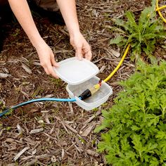 32 Cheapskate Handy Hints For the Outdoors Garden Great Ideas, Cord Protector, Yard Tools, Diy Home Repair, Tiki Torches, Lawn Chairs, Useful Life Hacks, Milk Jug, Do It Yourself Home