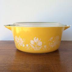 Pyrex Garden Medley 1981 Promotional Casserole by OwliceandStone, $40.00 Antique Glassware, Vintage Kitchenware, Vintage Dishes, Vintage Pyrex, Dish Display, Kitchen Reviews, Pyrex Bowls, Budget, Ceramic Pots