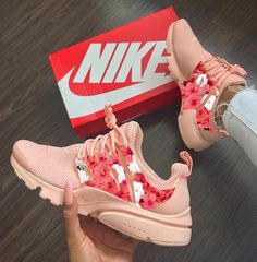 Discovered by maria leonidou. Find images and videos about pink, shoes and nike on We Heart It - the app to get lost in what you love. Sneakers Fashion Outfits, Fashion Shoes, Cute Sneakers, Shoes Sneakers, Nike Air Shoes, Aesthetic Shoes, Hype Shoes, Fresh Shoes, Custom Shoes