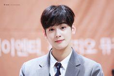 ASTRO EUNWOO Lee Dong Min, Cha Eunwoo Astro, Ulzzang Korea, Handsome Faces, Cha Eun Woo, Minhyuk, Prince Charming, Kpop Boy, Korean Actors