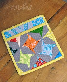 Pinwheel potholder...This is a great tutorial on how to do it and the pinwheel is really simple and would be a great first-time project using this method.