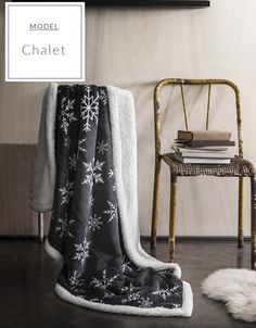 Tmavosivé francúzske deky na sedačky s vločkami