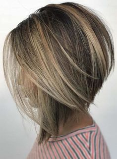 See here the incredible trends of bob hairstyles and haircuts for 2018 ladies who are searching for latest styles of bob haircuts they are advised to visit this page for best styles of bob hair looks to show off in 2018 hairstylesandhaircuts Cute Bob Hairstyles, Bob Hairstyles 2018, Short Bob Haircuts, Inverted Bob Hairstyles, Haircuts For Thin Hair, Medium Bob Hairstyles, Bridal Hairstyles, Sponge Hairstyles, Stacked Bob Haircuts