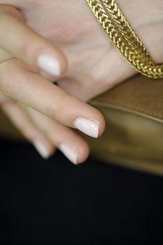 Milchfarbener Nagellack perfekt zum #Nude-Look