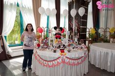 Candy-bar-botez-Gabriel-Lucian-00 Mickey Mouse, Birthday Cake, Gabriel, Candy Bars, Desserts, Food, Chocolate Chip Bars, Tailgate Desserts, Birthday Cakes