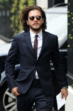 Kit Harington Seen In Belfast During 'Game Of Thrones' Shoot: Is Jon Snow Alive? Kit Harington, Kit Harrington Hair, Gq, Kit And Emilia, Xavier Samuel, Beautiful Men, Beautiful People, Pretty Men, John Snow