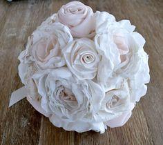 Ramo de novia con flores de tela tipo bouquet