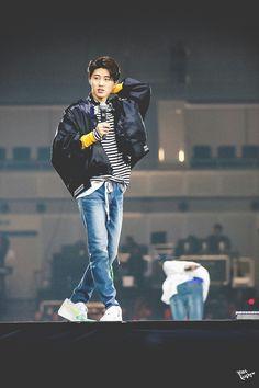 He's on his leader mode Yg Ikon, Kim Hanbin Ikon, Chanwoo Ikon, Ikon Kpop, Ikon Leader, Ikon Wallpaper, Double B, Kim Jin, Kdrama Actors