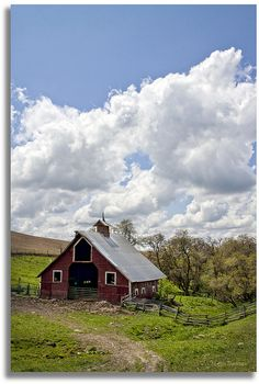 A red barn, via Flickr.