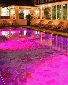 Pink Pool: Vital- & Wellnesshotel Zum Kurfürsten. Bernkastel-Kues, Deutschland