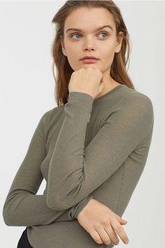 Джемпер из мериносовой шерсти - Зеленый хаки - Женщины   H&M RU 1
