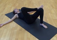 "Minden gerincproblémát megold a ""krokodil torna""! Flat Abs, Sciatica, Holidays And Events, Pilates, Gymnastics, Health Tips, Health Fitness, Yoga, Workout"