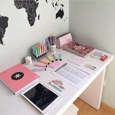 Super Bedroom Desk Organization Quartos Ideas - Image 2 of 25 Study Room Decor, Cute Room Decor, Bedroom Desk, Room Decor Bedroom, Home Office Organization, Cute Desk Organization, Aesthetic Rooms, Bedroom Vintage, Study Motivation
