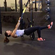 TRX  1. 10 each leg  2. 15 each side  3. 10 each side  4. 15 each side  3-5 rounds  #alexiaclark #queenofworkouts #trxworkout #fitnessmotivation #inspiration #motivation #workout #gym #gymworkout #homeworkout #fullbodyworkout #core