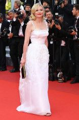 Kirsten-Dunst-Cannes-2016-Red-Carpet-Fashion-Salvatore-Ferragamo-Dior-Couture-Tom-Lorenzo-Site-6
